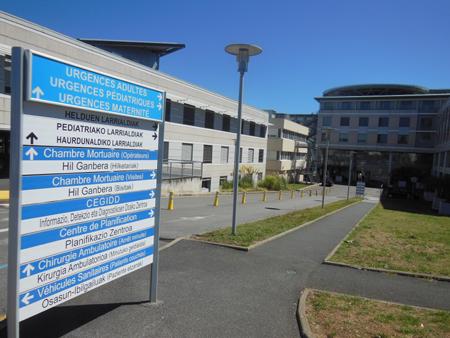 entrée des urgences centre hospitalier de la côte basque